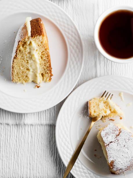 german 'bienenstich',cake,delicious berliner, - stoffe berlin stock-fotos und bilder