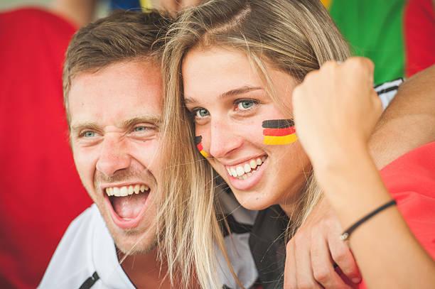 Deutsche Paar im Stadion – Foto