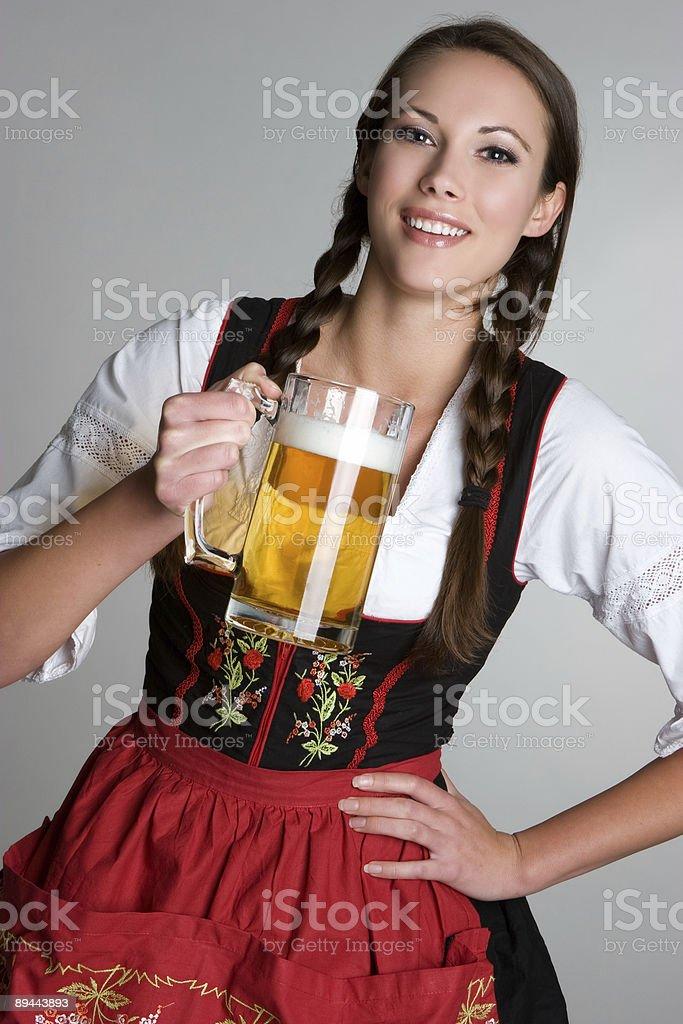 Fille avec de la bière allemande photo libre de droits