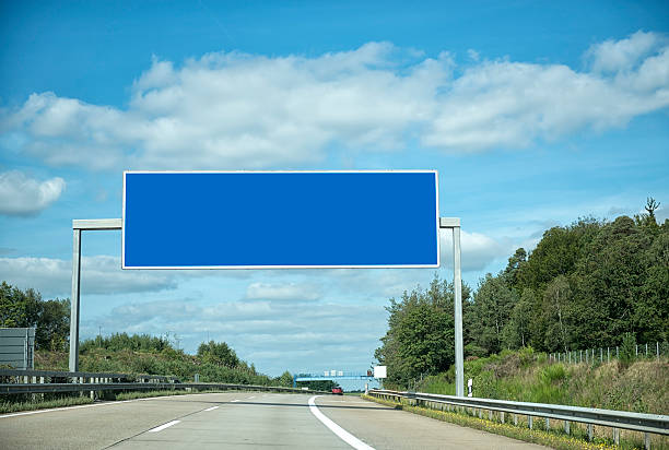 Deutsche Autobahn unter Wolkengebilde – Foto