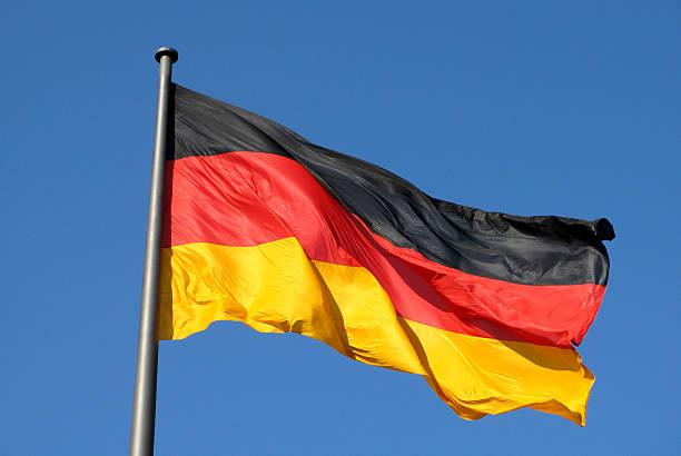 drapeau national à berlin, allemagne - drapeau allemand photos et images de collection