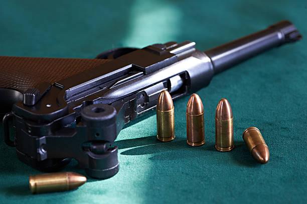 Allemand Parabellum Pistolet avec cartouches - Photo