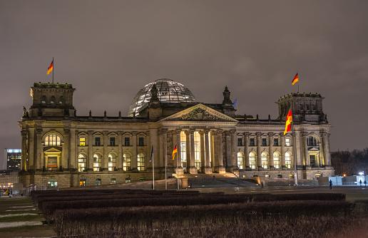 ドイツの国会議事堂 ベルリンの夜 - キリスト教社会同盟のストック ...