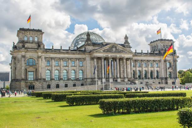deutsche parlamentsgebäude (reichstag) in berlin, deutschland - la union stock-fotos und bilder