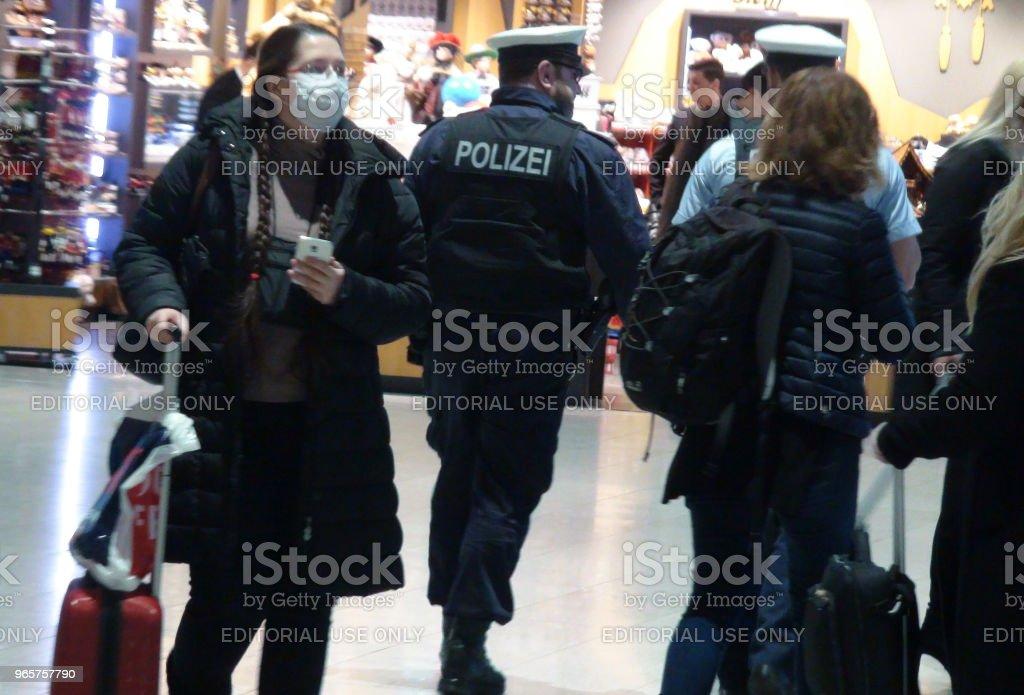 Tysk polis på Frankfurt International Airport Tyskland. Europa - Royaltyfri Byggnadsexteriör Bildbanksbilder