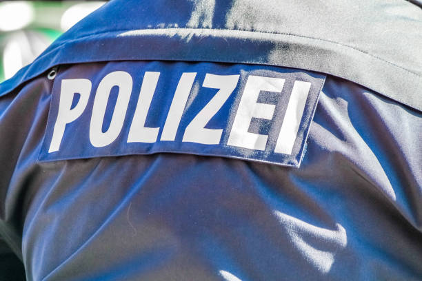 Deutsche Polizei Mann mit der blauen Jacke – Foto