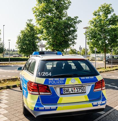 German Polizei Police Mercedesbenz Car Parked At Airport - zdjęcia stockowe i więcej obrazów Architektura
