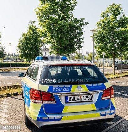 German Polizei Police Mercedesbenz Car Parked At Airport - Stockowe zdjęcia i więcej obrazów Architektura