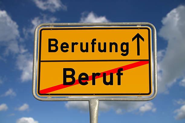 Deutsche road sign Beruf und mission – Foto