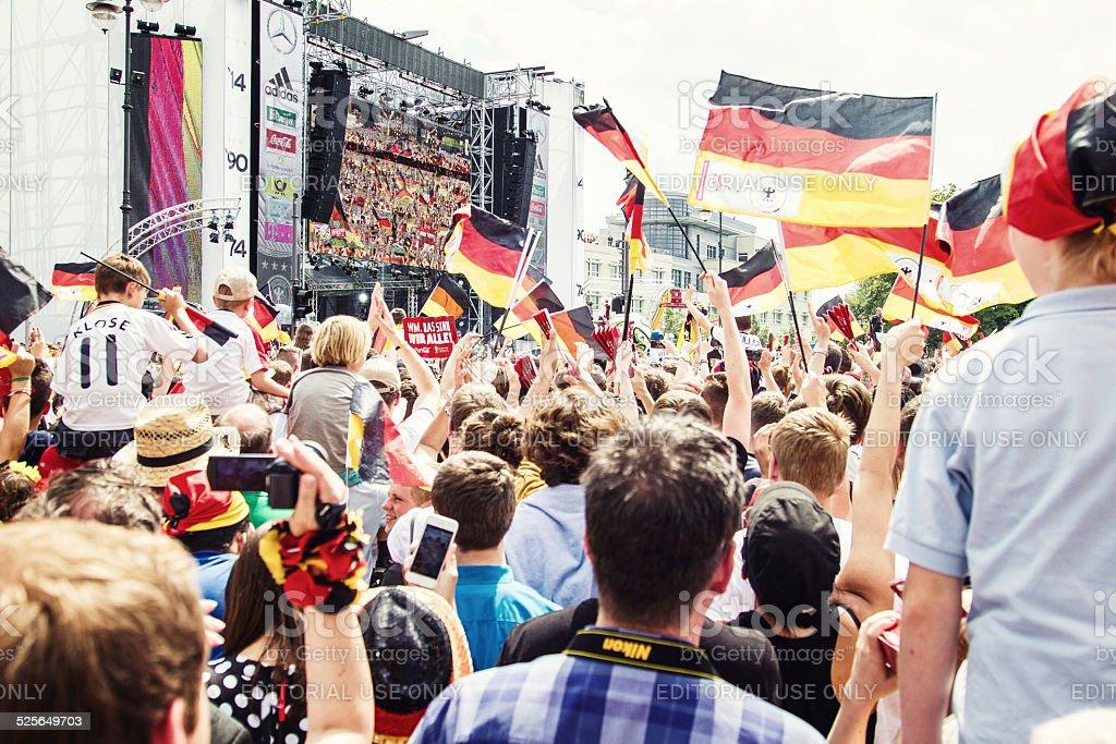 Deutscher Fußball-Fan feiert die preisgekrönte World Cup in Berlin. – Foto