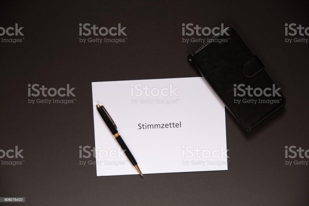 Deutschen Stimmzettel ist Wahlzettel in englischer Sprache – Foto