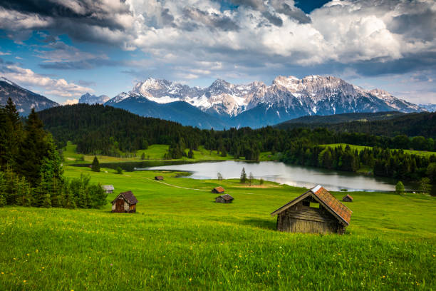 germany, bavaria,  karwendel mountains with lake gerold - tracking shot - allgäu stock-fotos und bilder