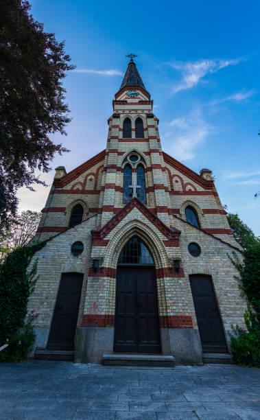 tyskland, vackra gamla tegel kyrkobyggnad av peter och paul i leinfelden echterdingen - paul simon bildbanksfoton och bilder