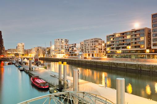Germany, Hamburg, Hafencity, modern architecture at the waterfront