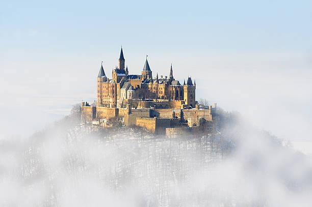 palácio de inverno da alemanha hohenzollern nevoeiro - castelo - fotografias e filmes do acervo