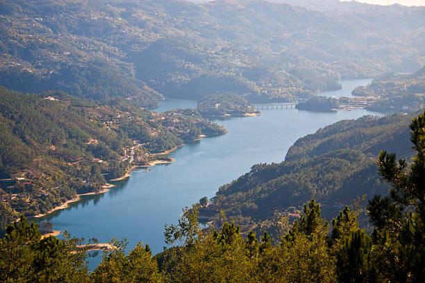 parque nacional gerês - barragem portugal imagens e fotografias de stock