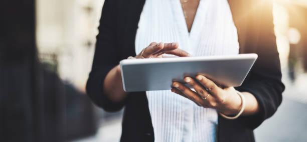 성공의 세계로 바로 도청 받기 - 디지털 태블릿 사용하기 뉴스 사진 이미지