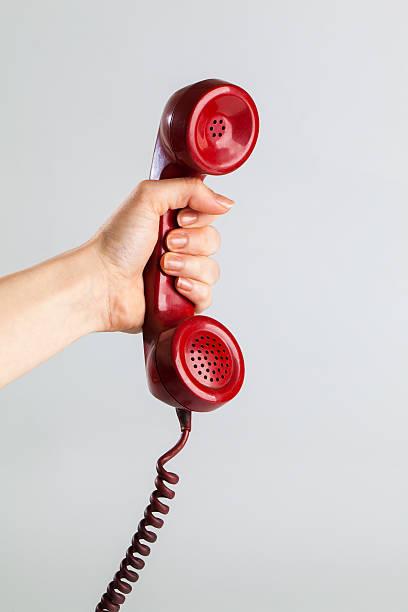 ricevere una chiamata - cornetta telefono foto e immagini stock