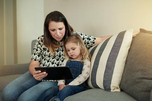 스마트 기술에 이른 시작을 얻는 가정 생활에 대한 스톡 사진 및 기타 이미지