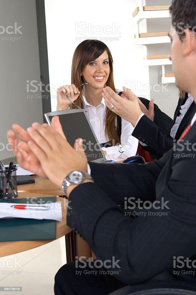 박수 도출함 businessmeeting 시 - 로열티 프리 20-29세 스톡 사진