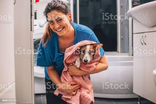 Getting dry after bath picture id946220220?b=1&k=6&m=946220220&s=612x612&h=siusegca ocpidn1qesl3no9ydvqa0t2vagmcdxqncu=