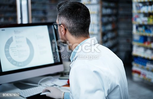 istock Getting hands on in the discovery of new medicines 928267620