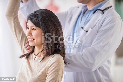 522625266 istock photo Getting Help with a Shoulder Injury 522625264