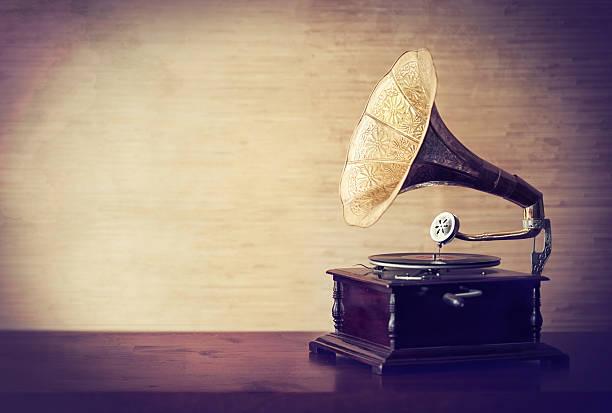 perdendomi nei musica di old - antico vecchio stile foto e immagini stock