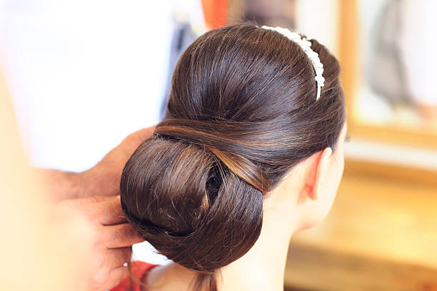 getting ready for the happiest day of her life - brautstyling stock-fotos und bilder
