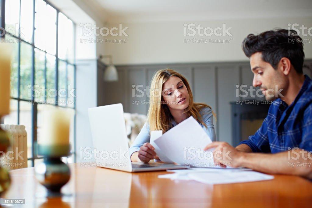 Ihre Haushaltskasse zusammenkommen – Foto