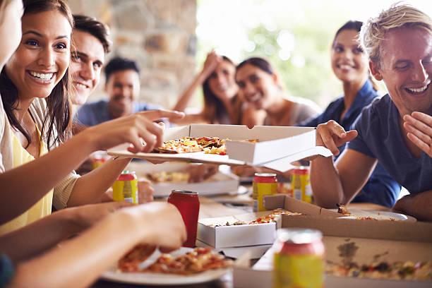 Ficando Juntos para pizza - foto de acervo