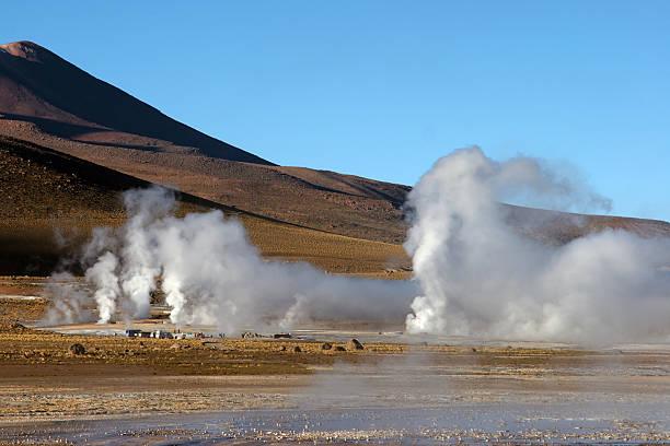 간헐천 필드에 볼케이노 백그라운드에서, 칠레 스톡 사진