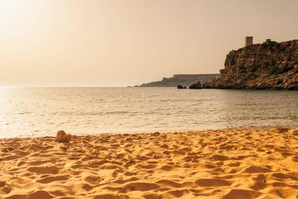 Ghajn Tuffieha Strand bei Sonnenuntergang, Mellieha, Malta – Foto