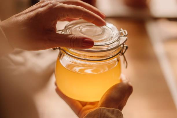 Ghee aclaró mantequilla en frasco - foto de stock