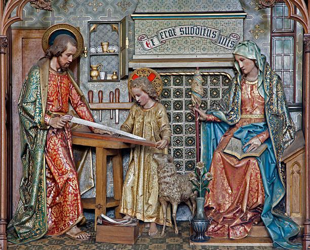 gante-sagrada familia tirones en madera tallada - san josé carpintero fotografías e imágenes de stock