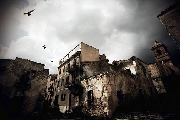 город-призрак - город призрак стоковые фото и изображения