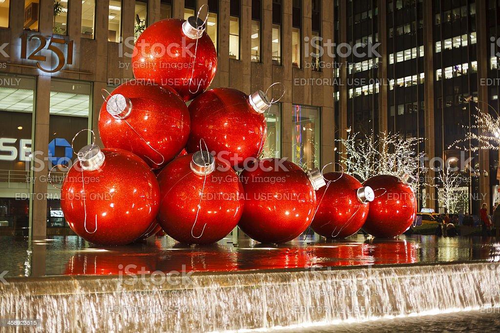 Gigante bolas de navidad decoraci n edificio de oficinas - Bolas navidad gigantes ...