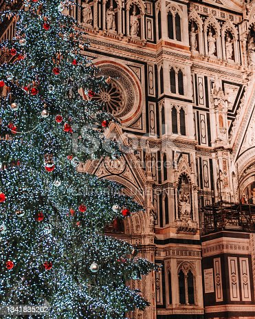 istock Giant Christmas tree in front of Florence Cathedral 1341835202