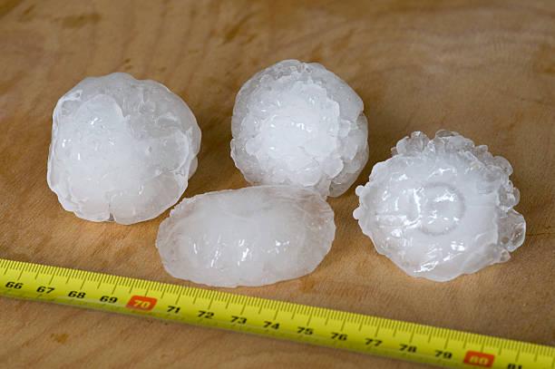 Giant hailstones messen 5 cm breit. – Foto