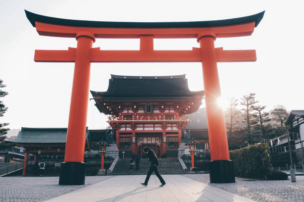Giant torii gate outside Fushimi Inari Taisha Shrine in Kyoto, Japan Giant torii gate outside Fushimi Inari Taisha Shrine in Kyoto, Japan shinto shrine stock pictures, royalty-free photos & images