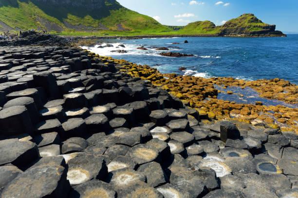 Giants Causeway, ein Gebiet mit sechseckigen Basaltsteinen, County Antrim, Nordirland. Berühmte Touristenattraktion, UNESCO-Weltkulturerbe. – Foto