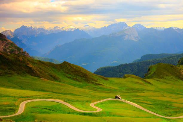 Giau Pass – idyllische Passstraße im nördlichen Italien Dolomiten Alpen bei Sonnenuntergang, in der Nähe von Cortina d ' Ampezzo – Foto
