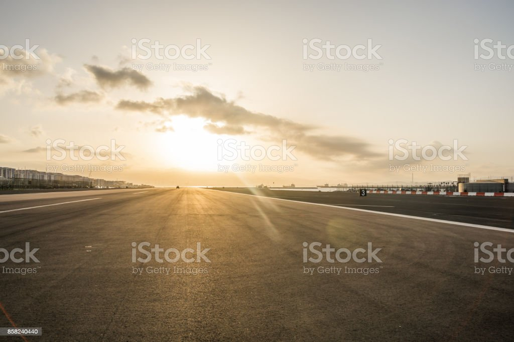 Gibraltar airport at sunset – zdjęcie