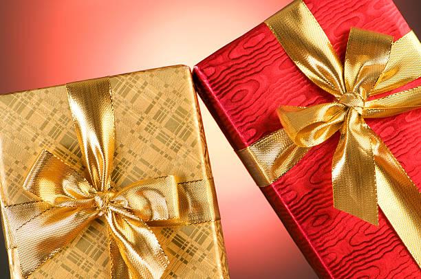caixa de presente com fundo em gradiente - gradients golden ribbons imagens e fotografias de stock