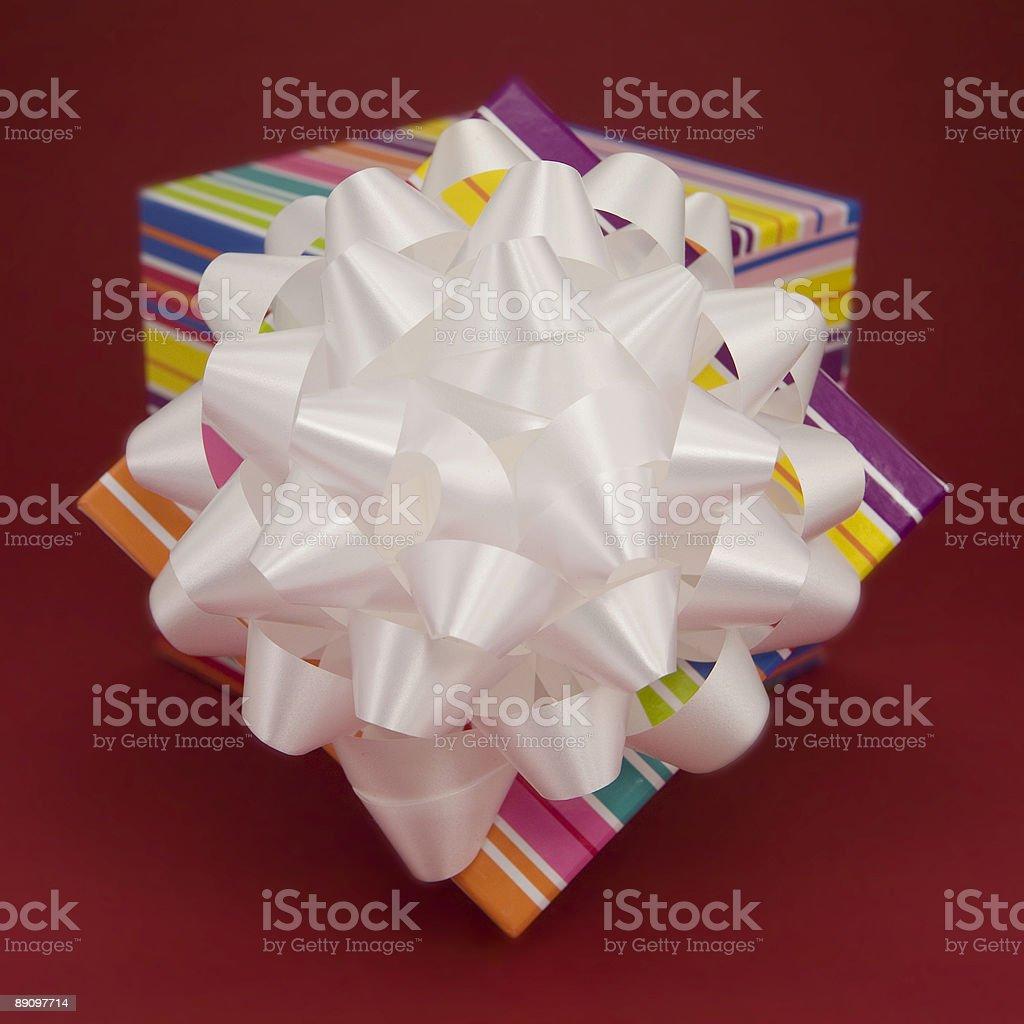 Подарочная коробка и бантом Стоковые фото Стоковая фотография