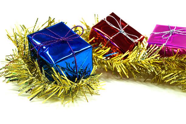 Geschenk-box in den Lametta – Foto