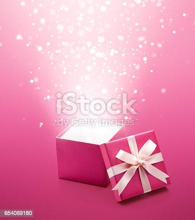 istock Gift Box 654069180