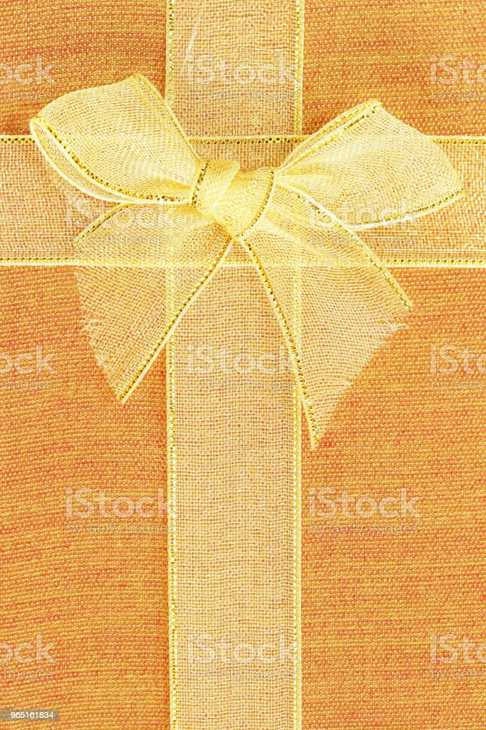 Gift box top view with gold ribbon and bow zbiór zdjęć royalty-free
