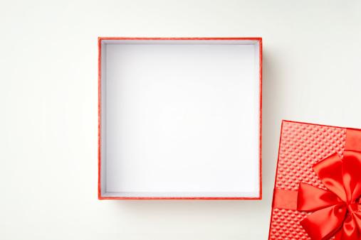 Caixa De Oferta Com Traçado De Recorte - Fotografias de stock e mais imagens de Aberto