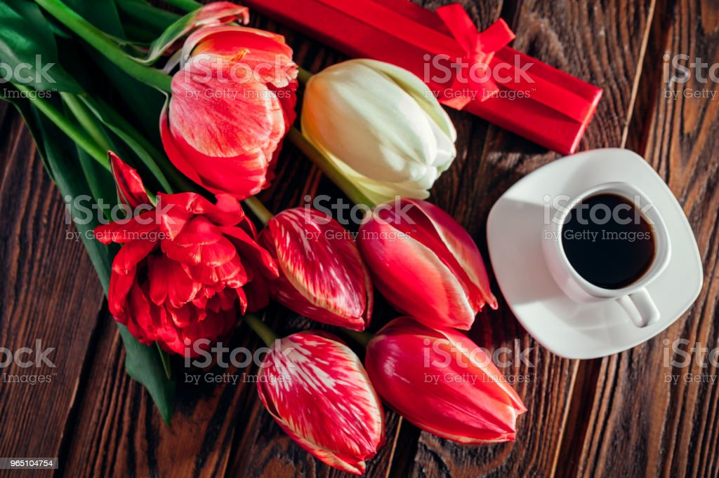Gift box with coffee and fresh tulips on wooden background. Morning surprise. Good morning. zbiór zdjęć royalty-free
